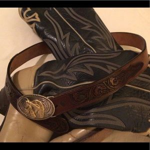 🦋New Listing🦋Vintage 3D Tooled Leather Belt